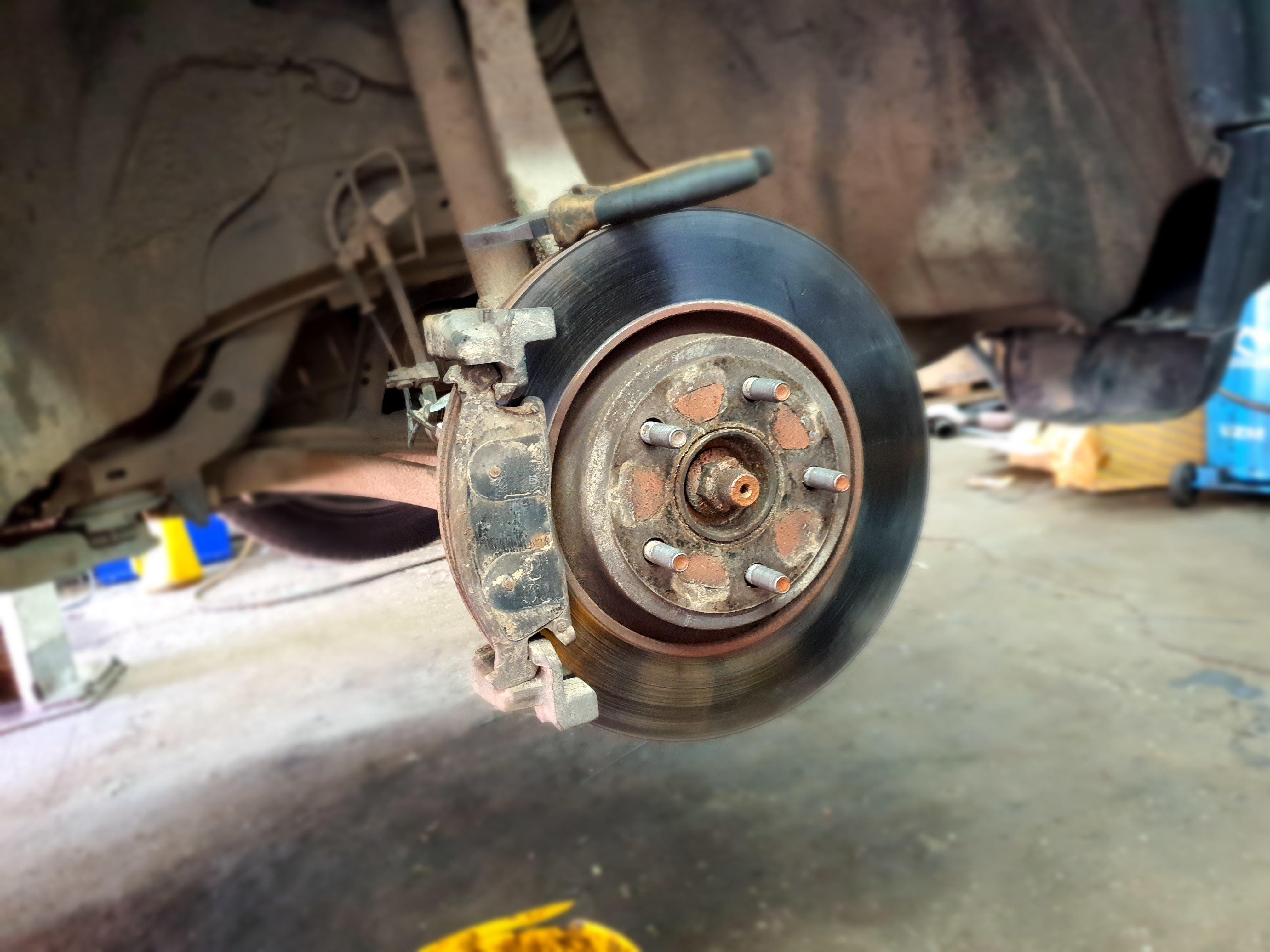 Перегрев переднего тормозного диска. Часть 2. Замена ремкомплекта суппорта.